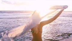 让你羡慕的一对情侣在夏威夷山水间