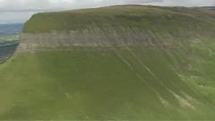 鸟瞰爱尔兰名山陡崖