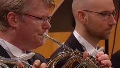 """朱卡•佩卡•萨拉斯特指挥:韦伯恩的管弦乐作品""""夏日的风"""""""
