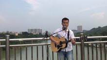 农村小哥唱粤语歌曲好听,老天想下雨,唱完赶紧收工了