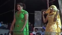 清纯的印度美女热情起舞