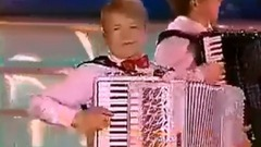 俄罗斯手风琴合奏<巴黎的天空下>